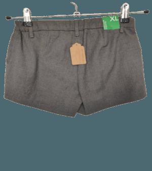 Etiqueta de tienda. Benetton-Pantalón corto gris